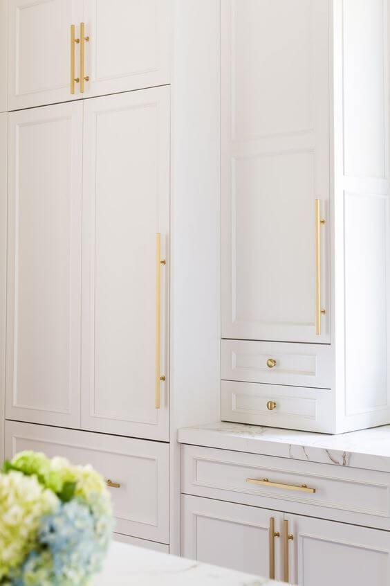 modelos de cozinha com armários brancos
