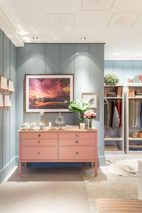 decoração em tons pastéis com cômoda rosa Foto Home Design
