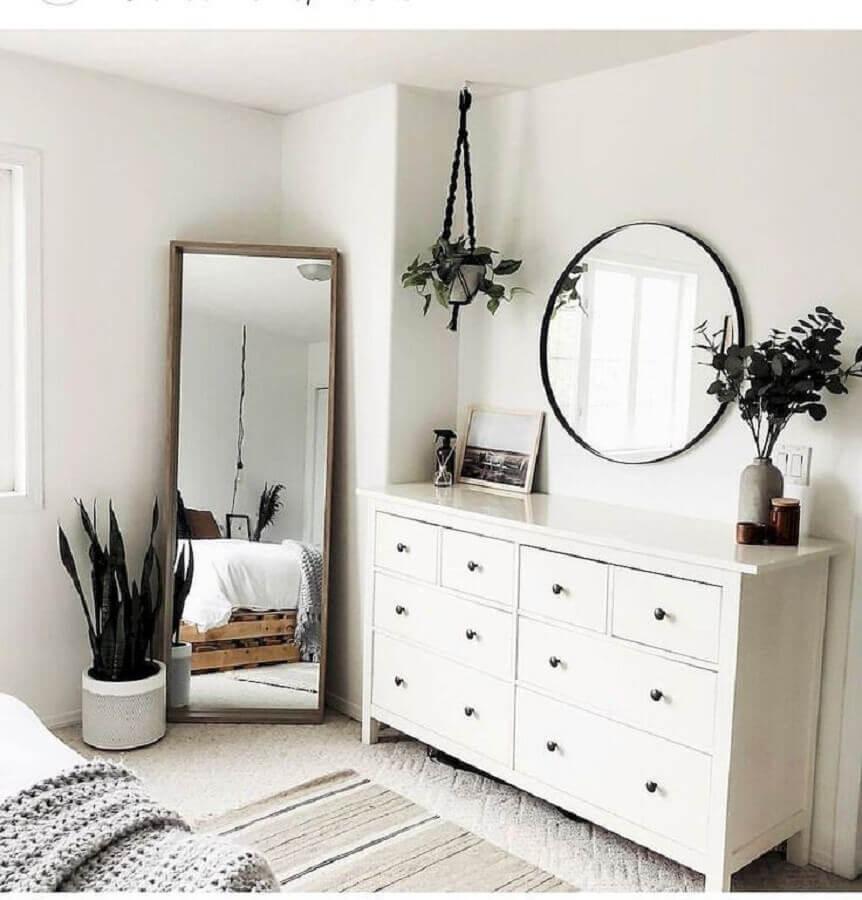 decoração estilo escandinavo com cômoda branca para quarto com espelhos Foto We Heart It