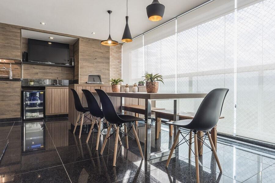 decoração varanda gourmet com churrasqueira e móveis planejados Foto Sandra Pompermayer