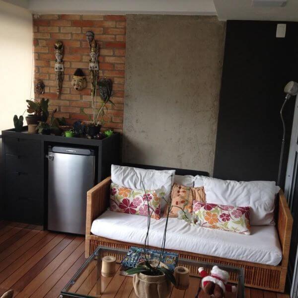 sofá de madeira rústico