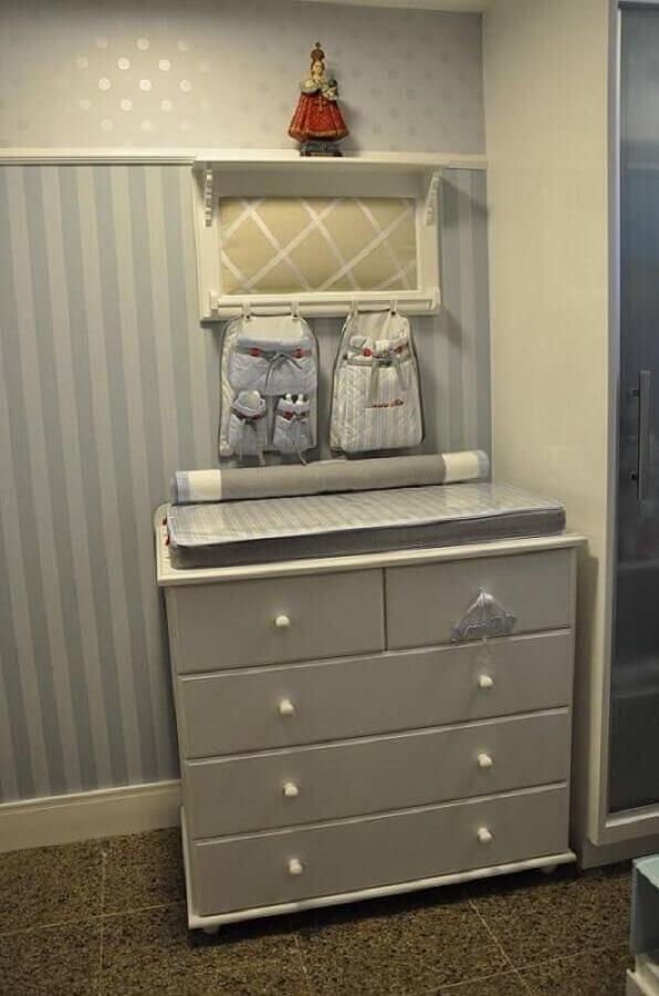 modelo simples de cômoda para quarto de bebê  Foto Nicolle do Vale