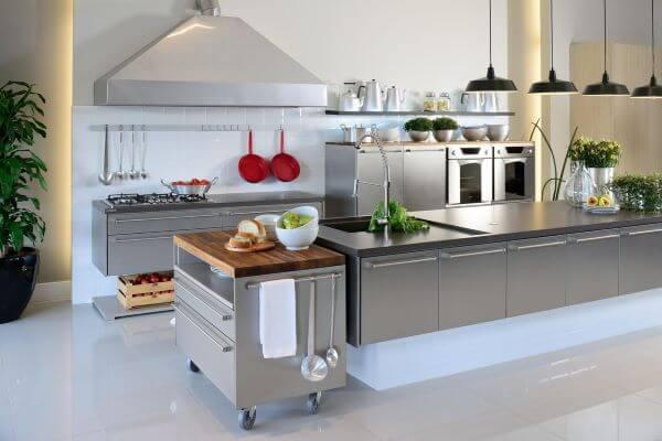 Modelos de cozinha com armários de inox