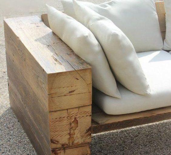 Sofá de Madeira: +73 Modelos para Usar na Varanda e Sala de Estar