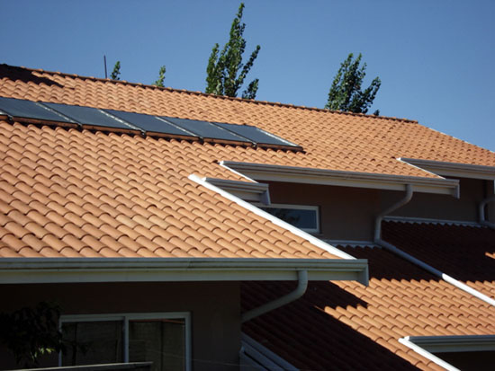 telha portuguesa - telhado com placa solar