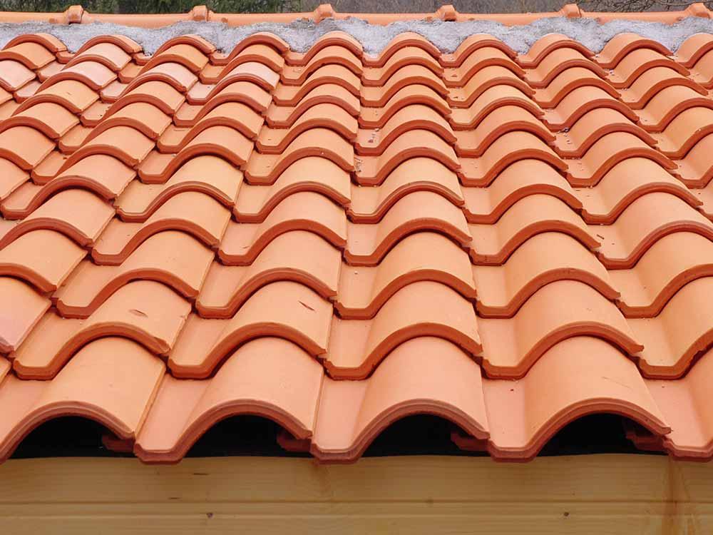 telha portuguesa - telhado feito de telha portuguesa vermelha
