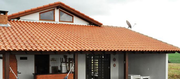 telha portuguesa - telhado grande de telha vermelha