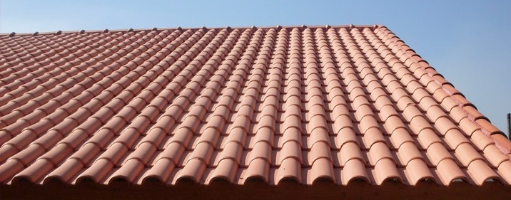 telha portuguesa - telhado grande em casa