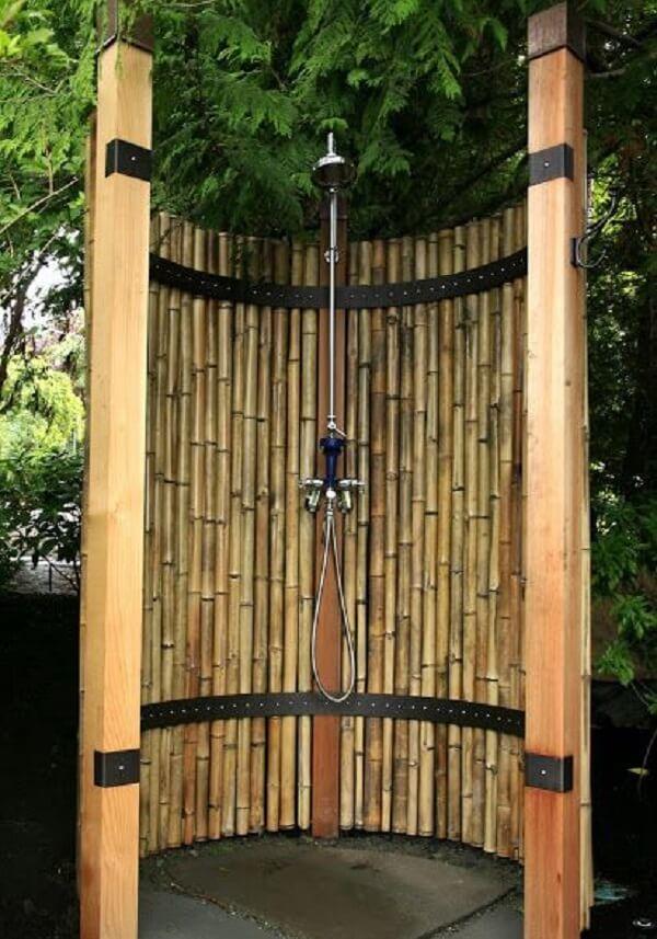 Cerca de bambu para a área de banho