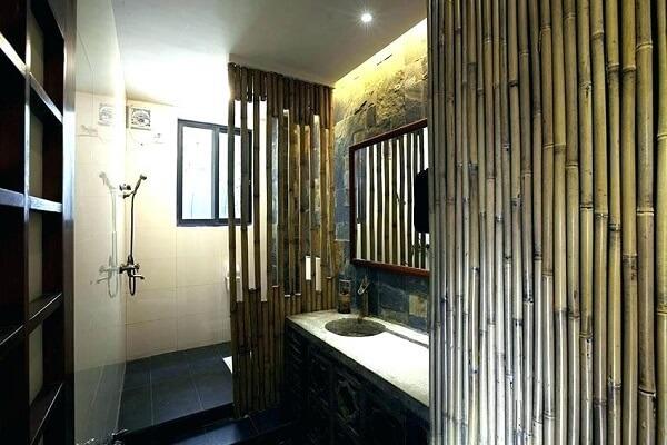 Banheiros com estilo japonês contam com a presença de cerca de bambu