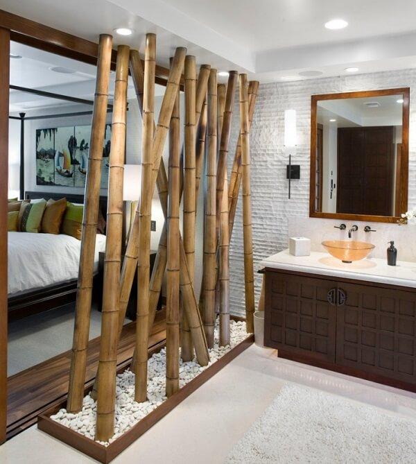 Cerca de bambu fixada como divisória de ambiente