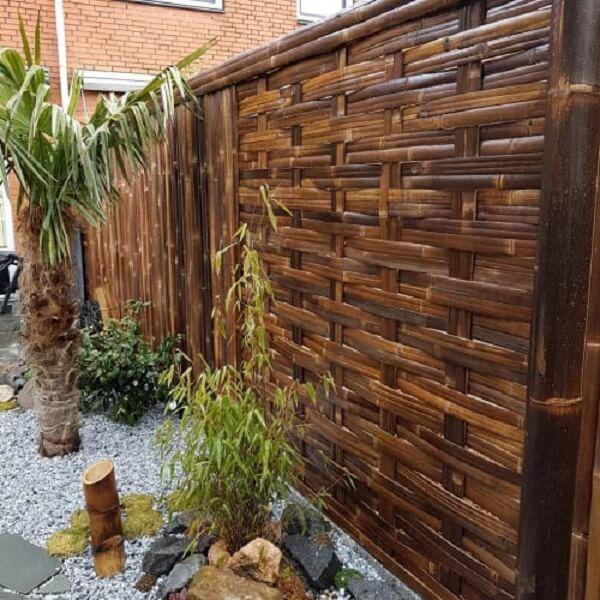 Cerca de bambu trançado com acabamento mais unido