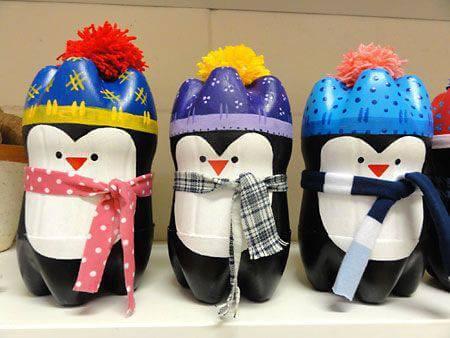 Como fazer enfeites de natal com garrafa PET com desenho de pinguim