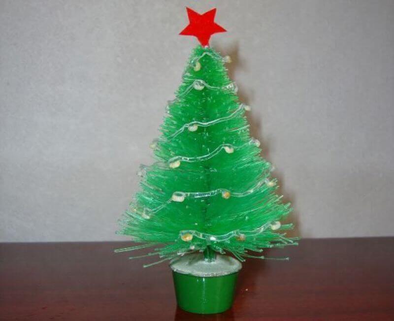 Como fazer enfeites de natal com garrafa PET mini árvore de mesa