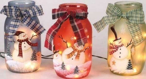 Como fazer enfeites de natal com velas e potes de vidro com desenhos de bonecos de neve