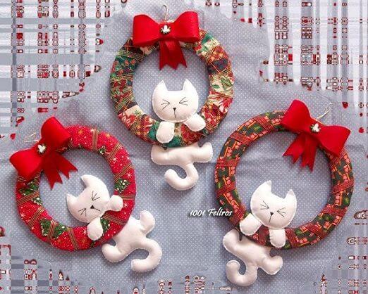 Como fazer enfeites de natal em feltro com gatinhos brancos