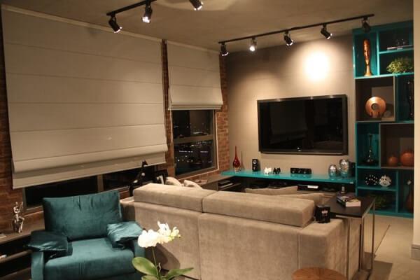 Sala de estar decorada com Spot de luz trilho
