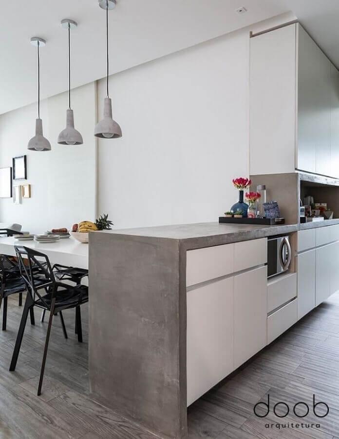 armários planejados para cozinha com bancada de concreto simples Foto Doob Arquitetura