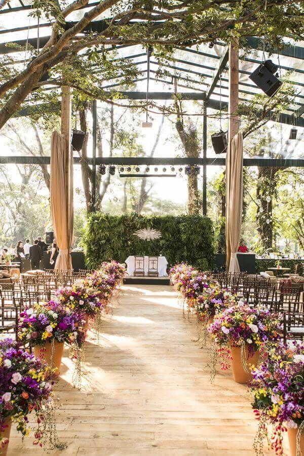 arranjo de flores para casamento rústico no campo  Foto Pinterest