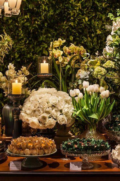 bodas de ouro - decoração com rosas brancas