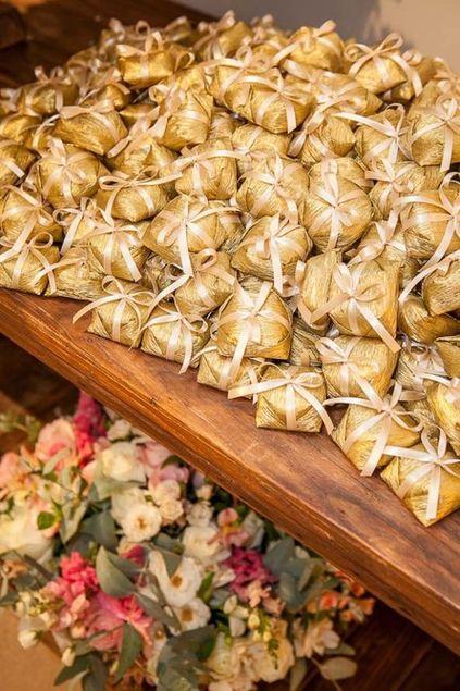 bodas de ouro - mesa de doces com lembrancinhas