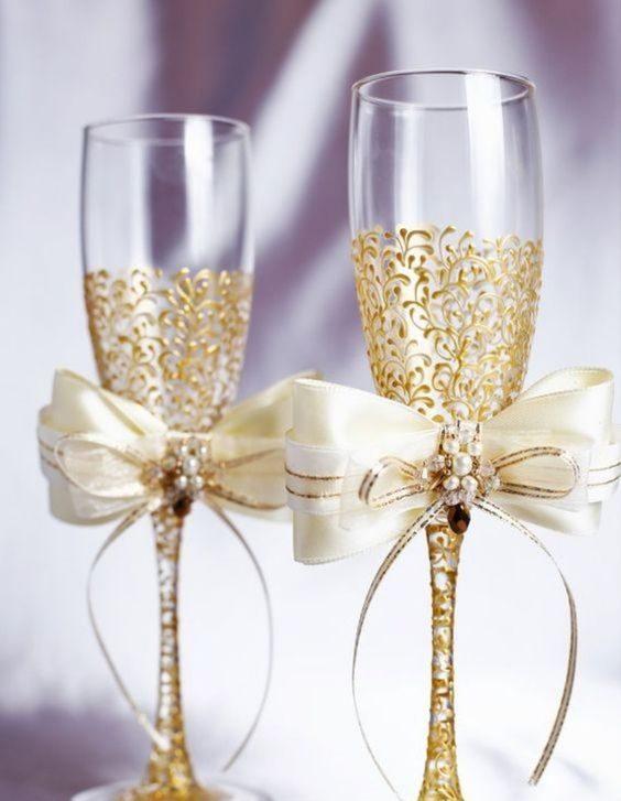bodas de ouro - taças com detalhes dourados
