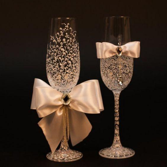 bodas de ouro - taças decoradas com laço