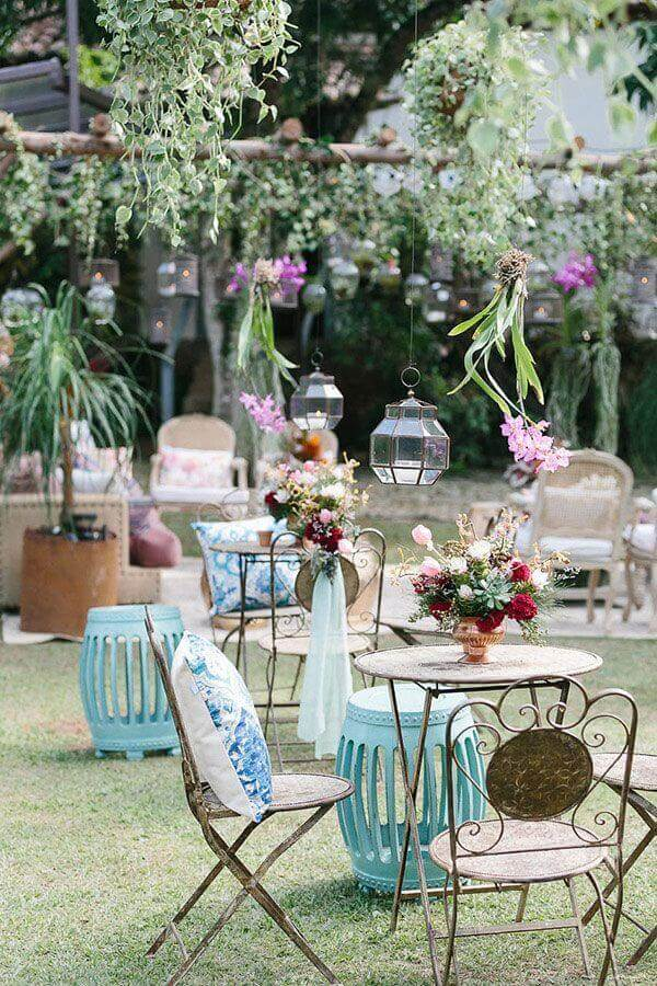 casamento no campo de dia decorado com móveis com design clássico  Foto Constance Zahn