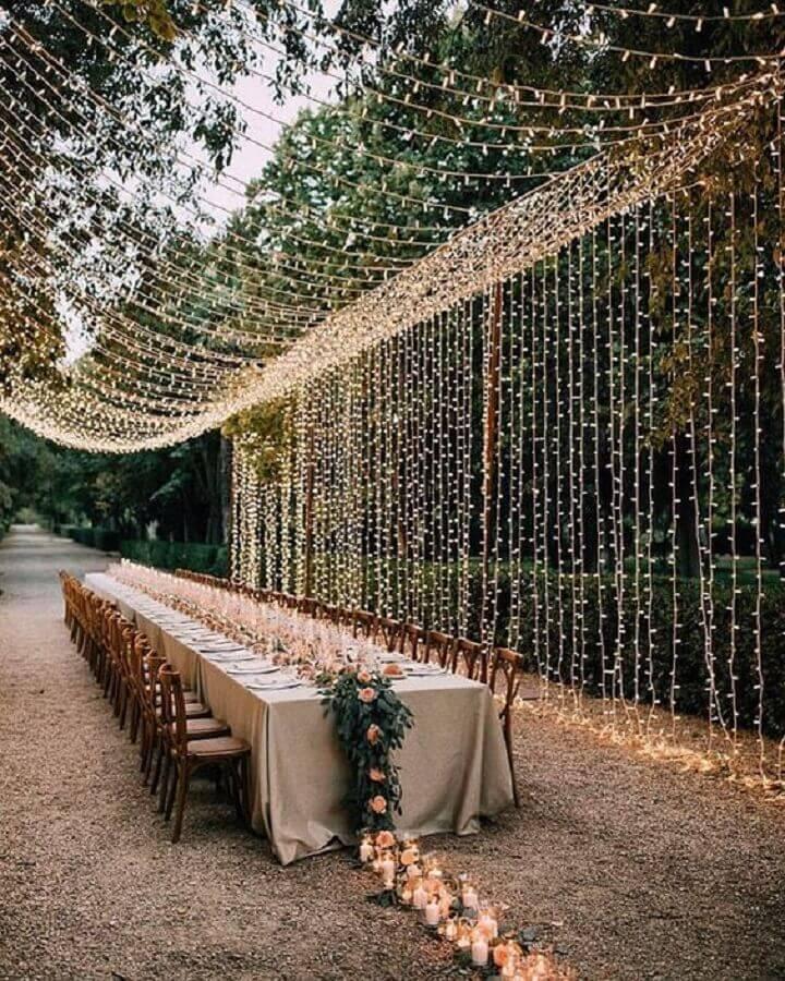 cortina de pisca pisca para festa de casamento no campo a noite  Foto Pinterest