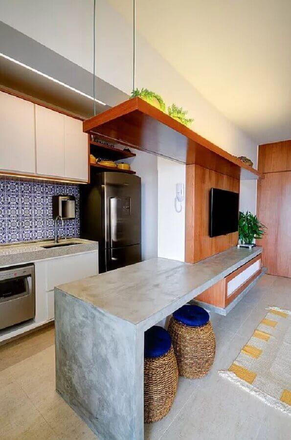 cozinha com bancada de concreto integrada com sala de estar Foto Manual da Obra