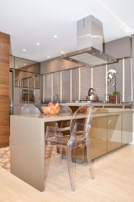 decoração em tons neutros para cozinha planejada com bancada de silestone Foto Pinterest