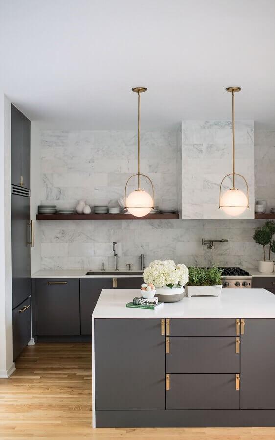 decoração moderna para cozinha cinza planejada com bancada Foto Lightology