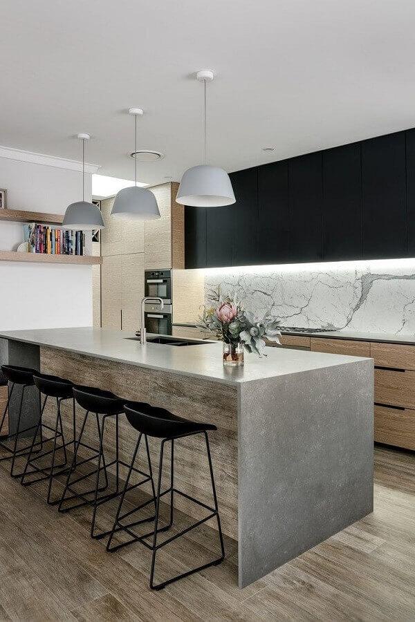 decoração moderna para cozinha com bancada de concreto e armário com iluminação embutida Foto FEAST