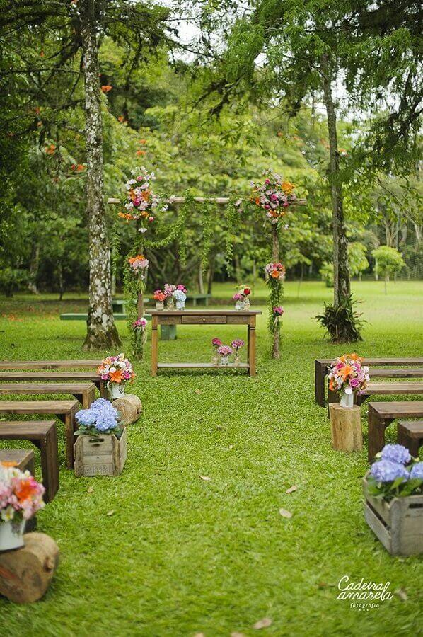 decoração rústica para festa de casamento simples no campo  Foto Cadeira Amarela