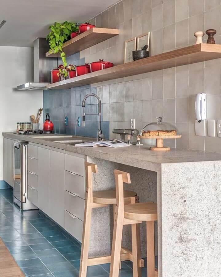 decoração simples para cozinha com bancada de concreto Foto Voa Arquitetura