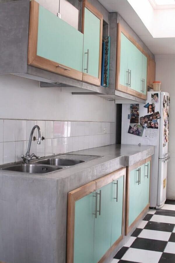 decoração simples para cozinha com bancada de concreto e armários planejados Foto Arquidicas