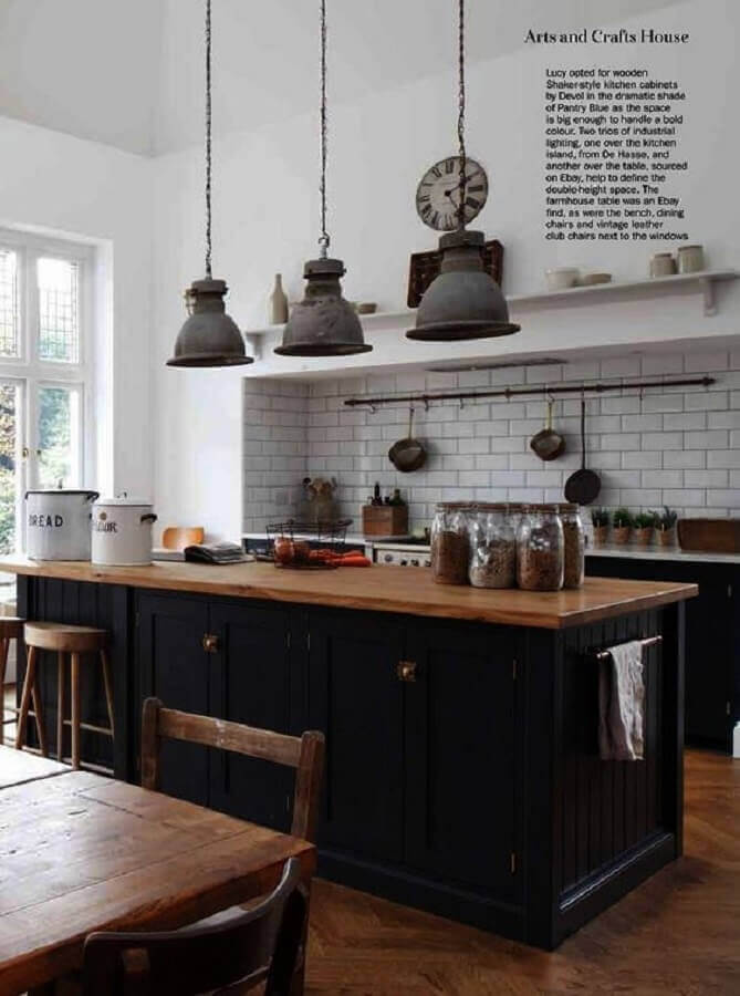 decoração simples para cozinha com bancada de madeira e subway tile Foto Pinterest