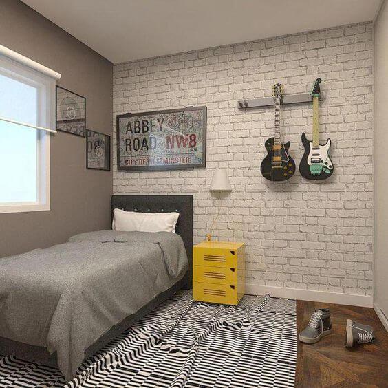 Enfeites para quarto com guitarra na parede