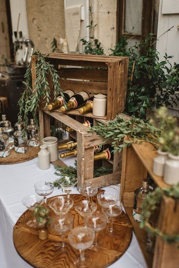mesa de bebidas decorada para casamento no campo Foto Possible Decor