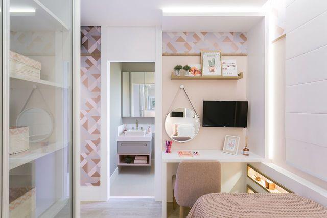 papel de parede geométrico - ambiente com decoração moderna em tons de rosa