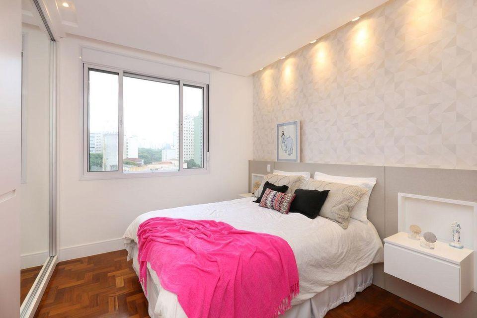 papel de parede geométrico - dormitório em tons neutros
