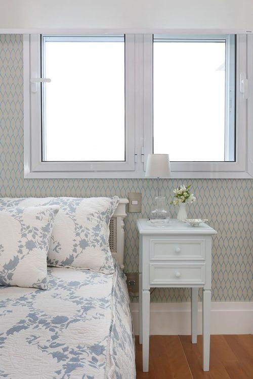 papel de parede geométrico - quarto de solteiro com papel de parede geométrico