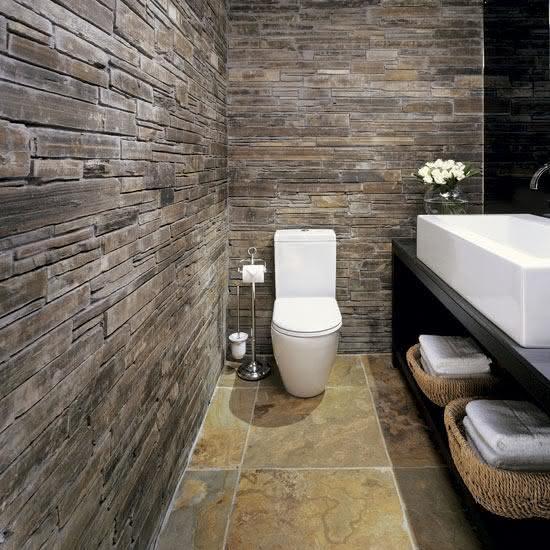 parede de pedra - banheiro com pedra