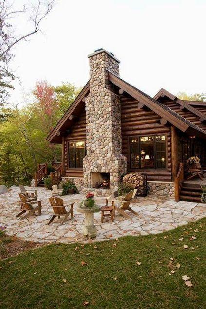 parede de pedra - parede de pedra, cadeiras de madeira e lareira