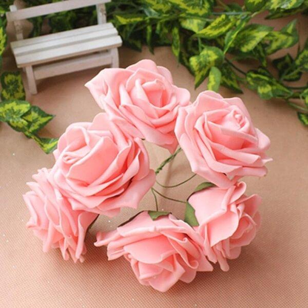 Flores de EVA encantam a decoração do ambiente