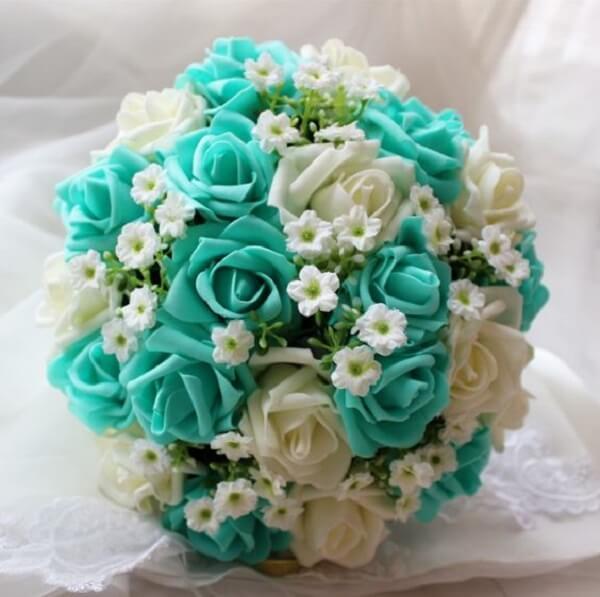 Buquê formado com flores de EVA