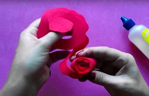 Descubra como fazer flores de EVA
