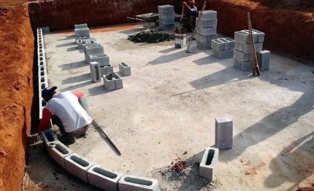 Escavação para piscina de vinil
