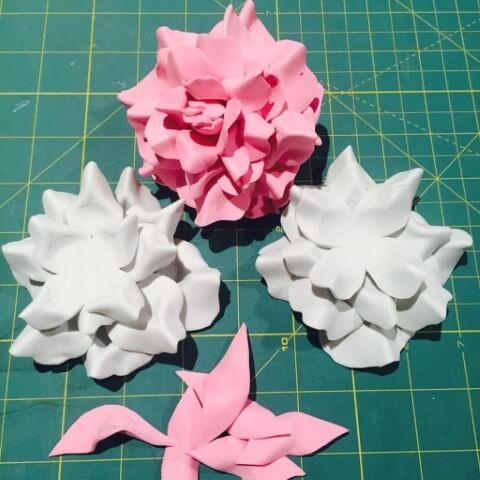 Invista em flores de EVA na decoração