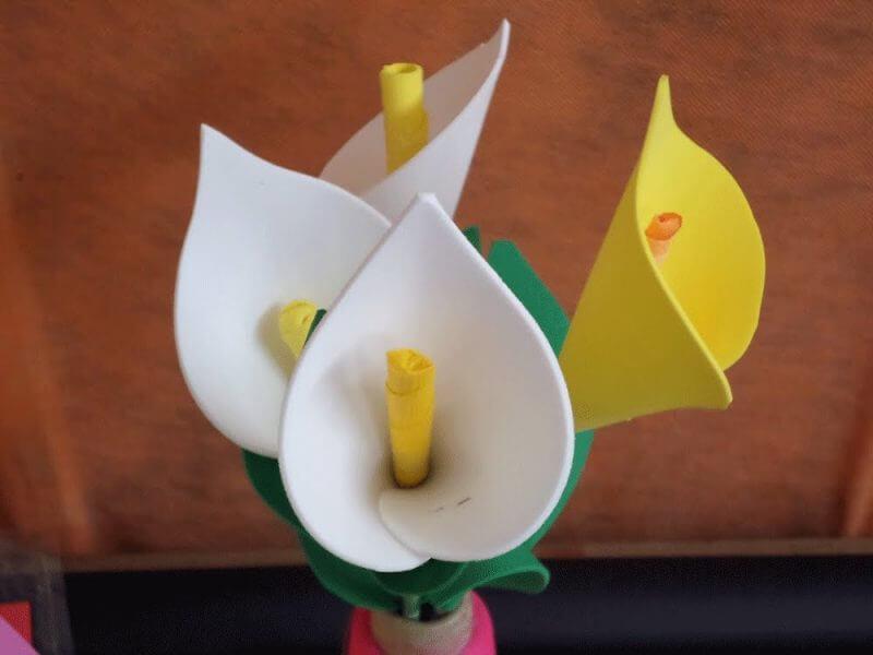 Modelos de flores de EVA em formato de copo de leite